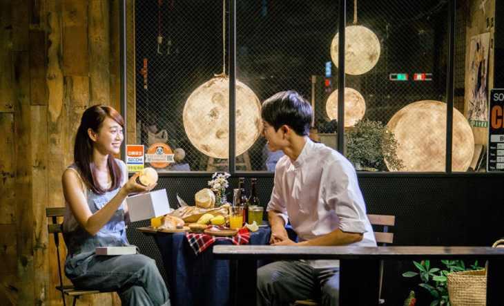 lampada luna ristoranti