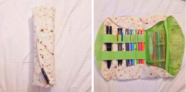 gadgets simpatici: astuccio portapenne a forma di burrito piadina