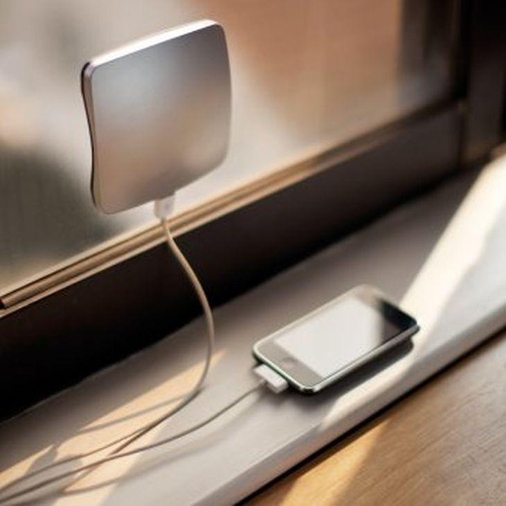 caricabatterie pannello solare portatile che si attacca sulla finestra