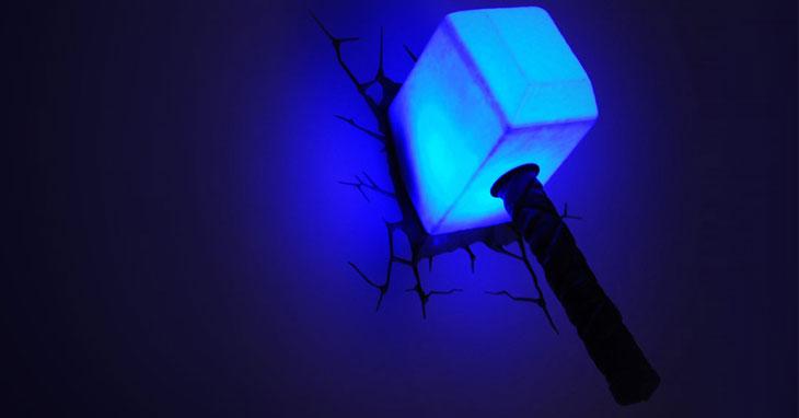 Il martello di Thor, lampada a muro 3D