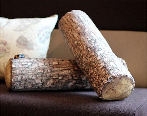 Il cuscino poggiatesta a tronco d'albero.